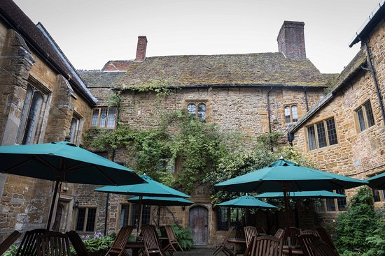 Fawsley, UK: The courtyard which serves as a great place to enjoy a beverage and socialize.