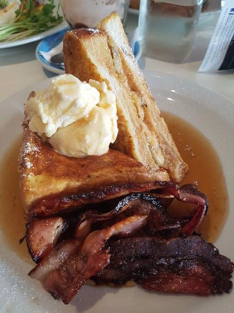 Morpeth, Australia: The cinnamon toast with maple syrup, ice cream, and bacon i ordered.