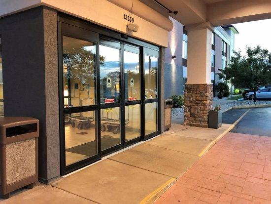 Sturtevant, Ουισκόνσιν: Front Entrance