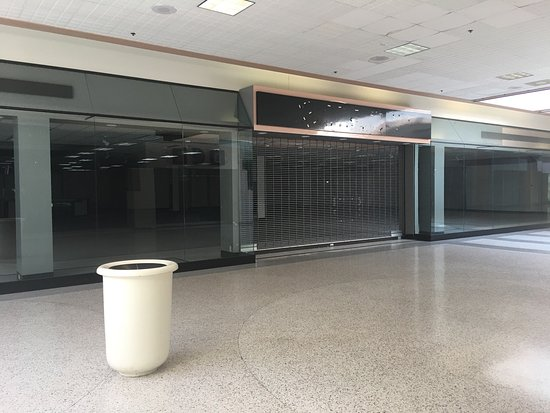 Evansville, IN: As of the summer 2017 the antique/consignment shop is no longer located in this mall. Additional