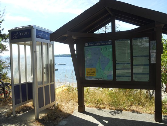 Mansons Landing, แคนาดา: Travellers guide and map with working phone booth!
