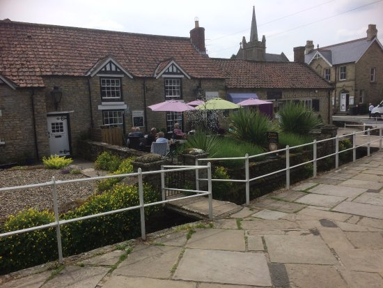 Thornton-Le-Dale, UK: The Outside Courtyard