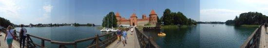 Trakai, Lithuania: panorama na moście