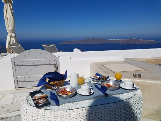 Iliovasilema Suites: Breakfast with a view!!!!
