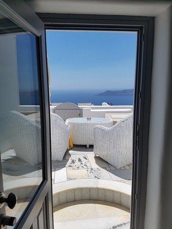 Iliovasilema Suites: Front door view
