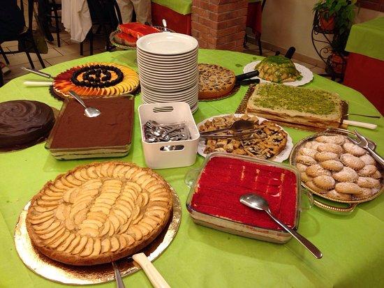 Montescudo, Italia: Buffet vegano di mercoledì antipasti e dolci