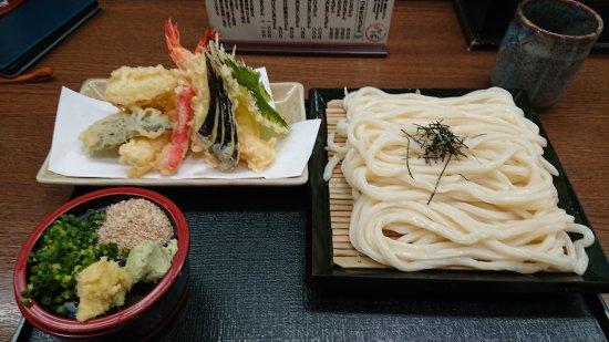 Sasayama, Jepang: 小さいけど沢山のメニューと、元気が出るような店内