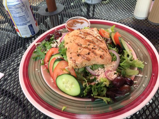 Vintage Cafe and City Deli: Grilled Salmon Salad