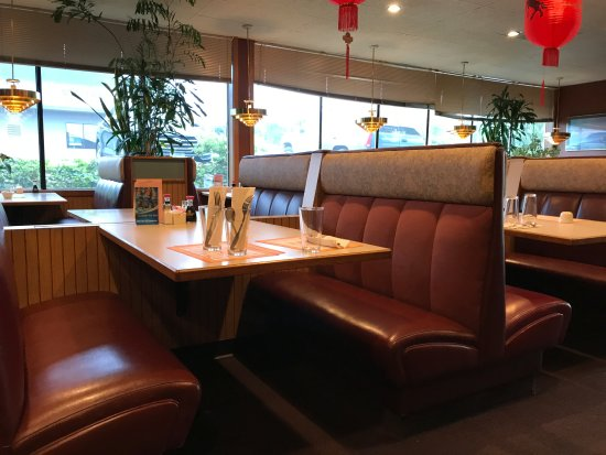 Everett, WA: Booths of four that are side-by-side, great for small group meetings
