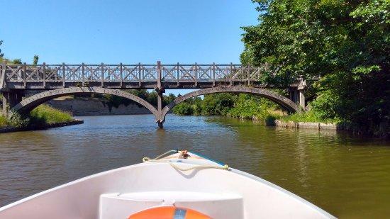 Gravelines, Frankrike: Prachtige bruggen onderweg.