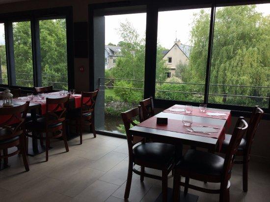 Nostang, Prancis:  salle avec vue sur la rivière du Roc'h