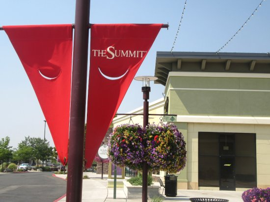 The Summit Reno >> The Summit Shopping Center Reno Sparks Nevada Picture Of
