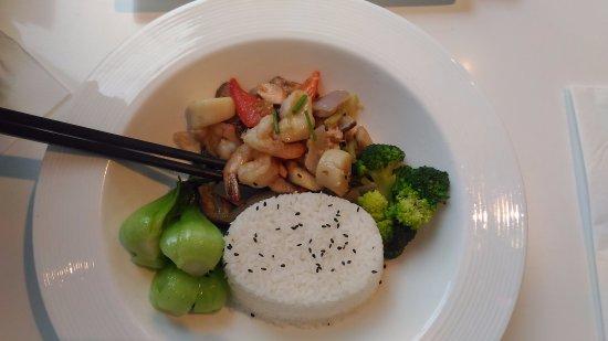 Element Fresh Restaurant : Kind of stir fried veggie & seafood served with rice
