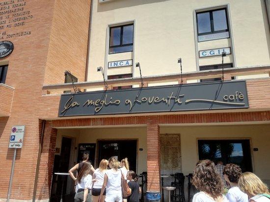 Torricella di Magione, Italië: il locale da fuori