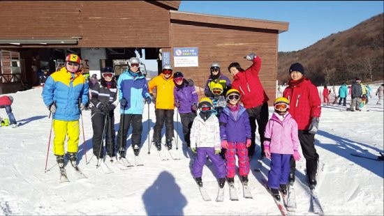 Pyeongchang-gun, Korea Selatan: we took a ski lesson from 'j' ski school!!