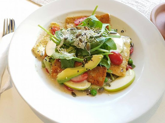 Rosebank, South Africa: Grilled Halloumi and apple salad