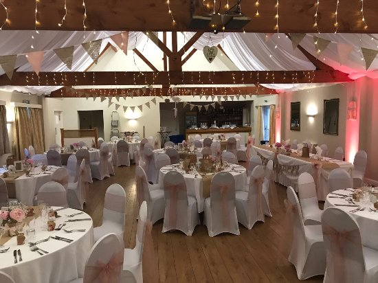 Fenny Bentley, UK: Beautiful back drop for a countryside wedding