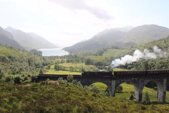 Glenfinnan, UK: Hogwarts Express going from Malaig to Fort William