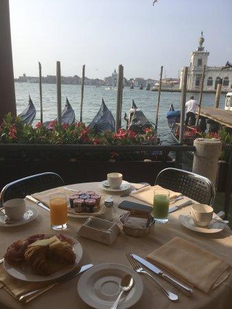 Hotel Monaco & Grand Canal: Breakfast view