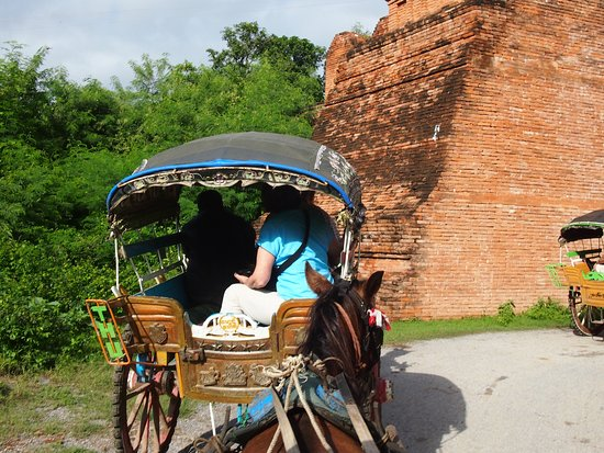 Amarapura, Birmania: Horse Cart Rides around Inwa