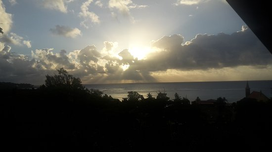 Anse Royale, Seychelles: Healing Islands_Sonnenaufgang Aussicht vom Balkon