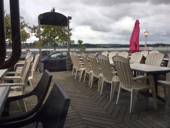 La Presqu'ile: terrasse vue sur le port