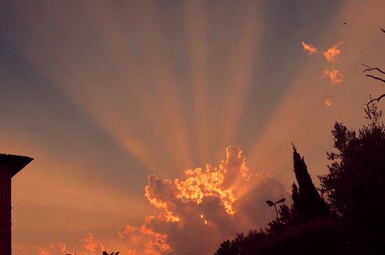 Pozzuolo, İtalya: il tramonto alle nostre spalle
