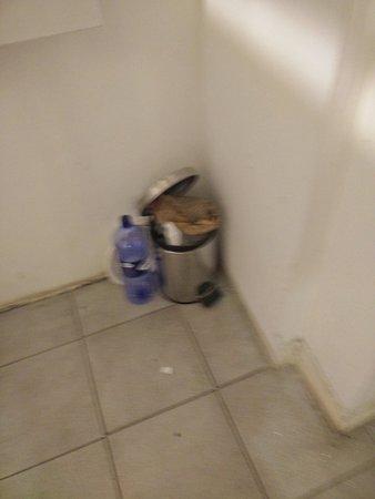 Naxxar, Malta: Where is the cleaning stuff?