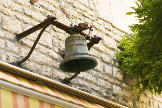 Fontenay-le-Comte, France: la cloche de 1610