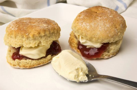 Virginia, İrlanda: Freshly baked scones with cream