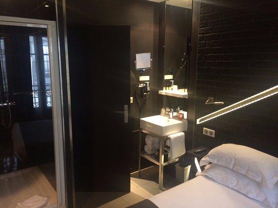 Parfait Hotel Arc De Triomphe Etoile: Chambre Avec Douche Apparente ;)