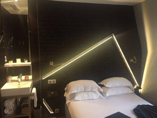 Hotel Arc de Triomphe Etoile : Chambre moderne