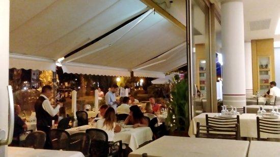 L 39 esterno del locale foto di ristorante grand italia for L esterno del ristorante sinonimo