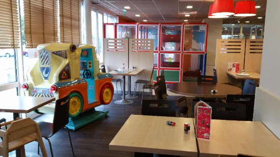 Chambray-Les-Tours, France: Flunch jeux enfants