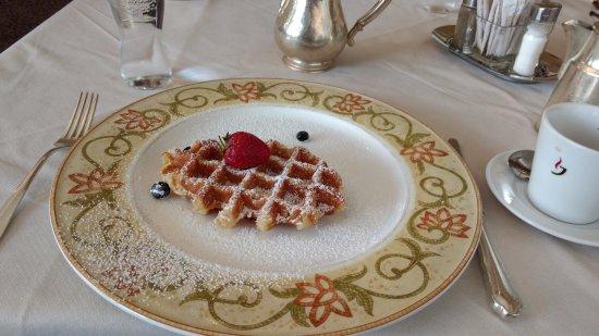 Grand Hotel Europa: Waffles for breakfast