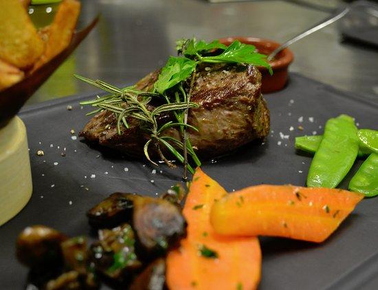 Saint-Macaire, Francia: Pièce du boucher, petits légumes croquants