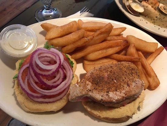 Seneca Falls, NY: Parkers Grille