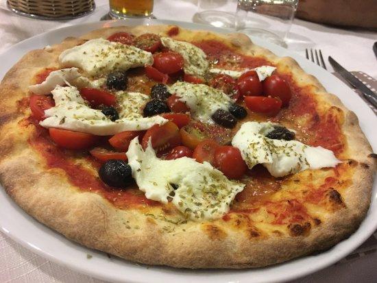 Favaro Veneto, Italy: pizza Ennio