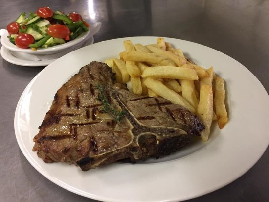 Malelane, Sudáfrica: Our 500g T-Bone Steak, a real hunger buster!