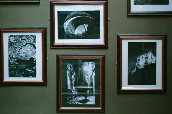 Pacino's: Pictures on the wall decorate the restaurant.