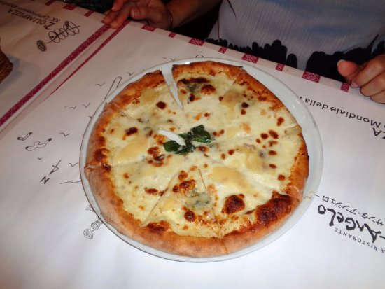 Tthe quattro formagio pizza