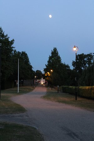 Ruislip, UK: very tidy parkland surrounding, well lit at night