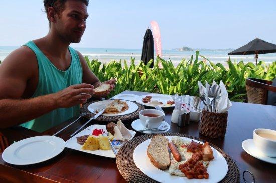 Weligama Bay Resort: frukost vid havet