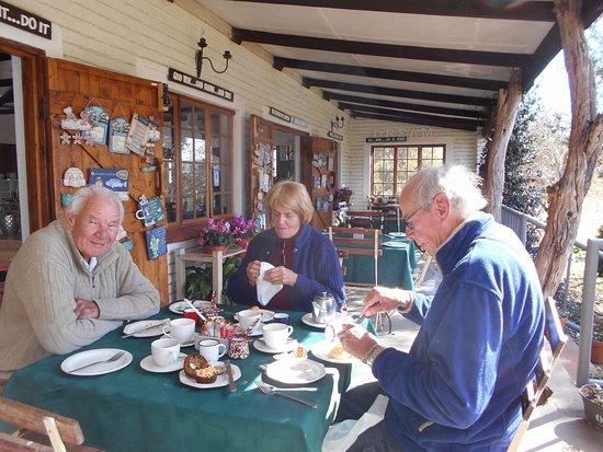 Muldersdrift, Νότια Αφρική: Eating on the verandah.