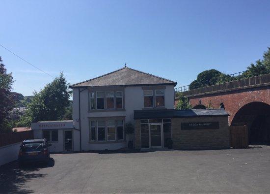 Whalley, UK: Breda Murphy Restaurant next to Whalley Railway Station