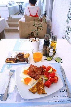 Aegiali, Grecia: завтрак в Эгиалис