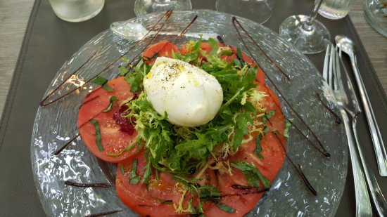 Beaucaire, Frankrike: Tomates basilic et Buffala : crémeuse à souhait