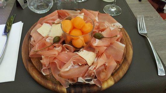 Beaucaire, Frankrike: Jambon de Parme et melon, très copieux !
