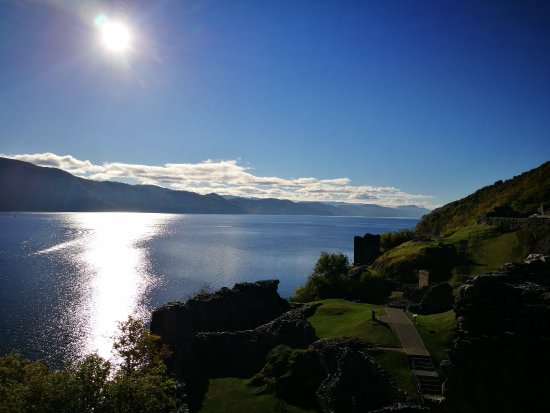 Drumnadrochit, UK: On the top of the watchtower, view of the loch