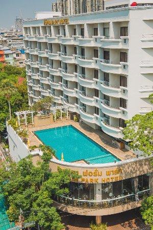 โรงแรมฟอรั่ม พาร์ค ห้องพักกว้าง สะอาด มี Wifi สระว่างน้ำ ในมุมส่วนตัว